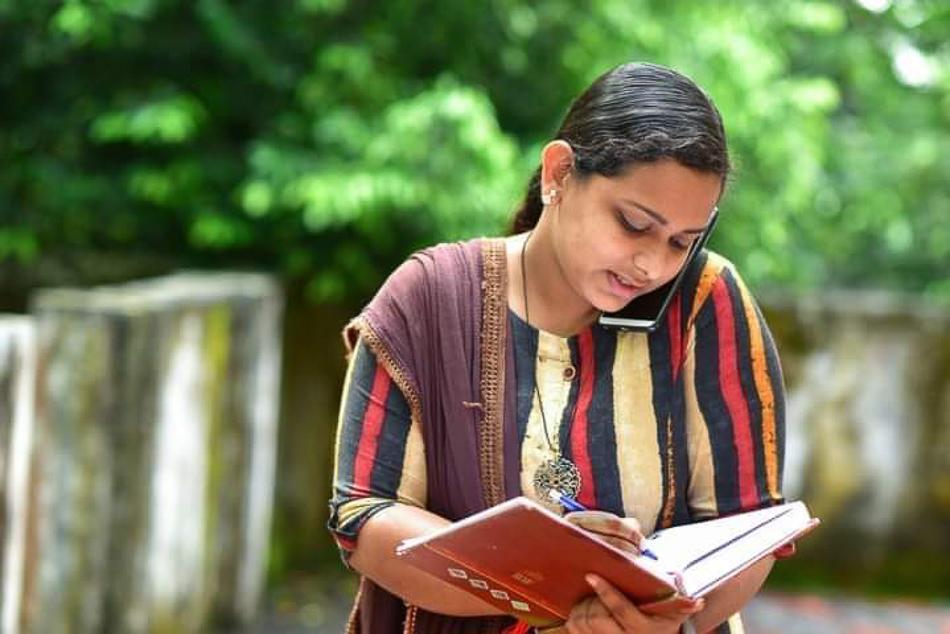 Reshma schreibt in ihr Tagebuch